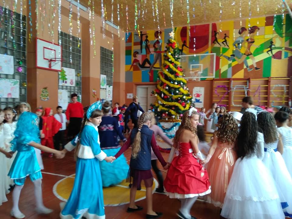 Новорічне свято учнів 1-4 класів